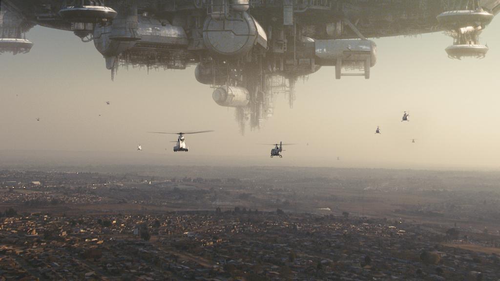 Ein UFO über der Stadt.