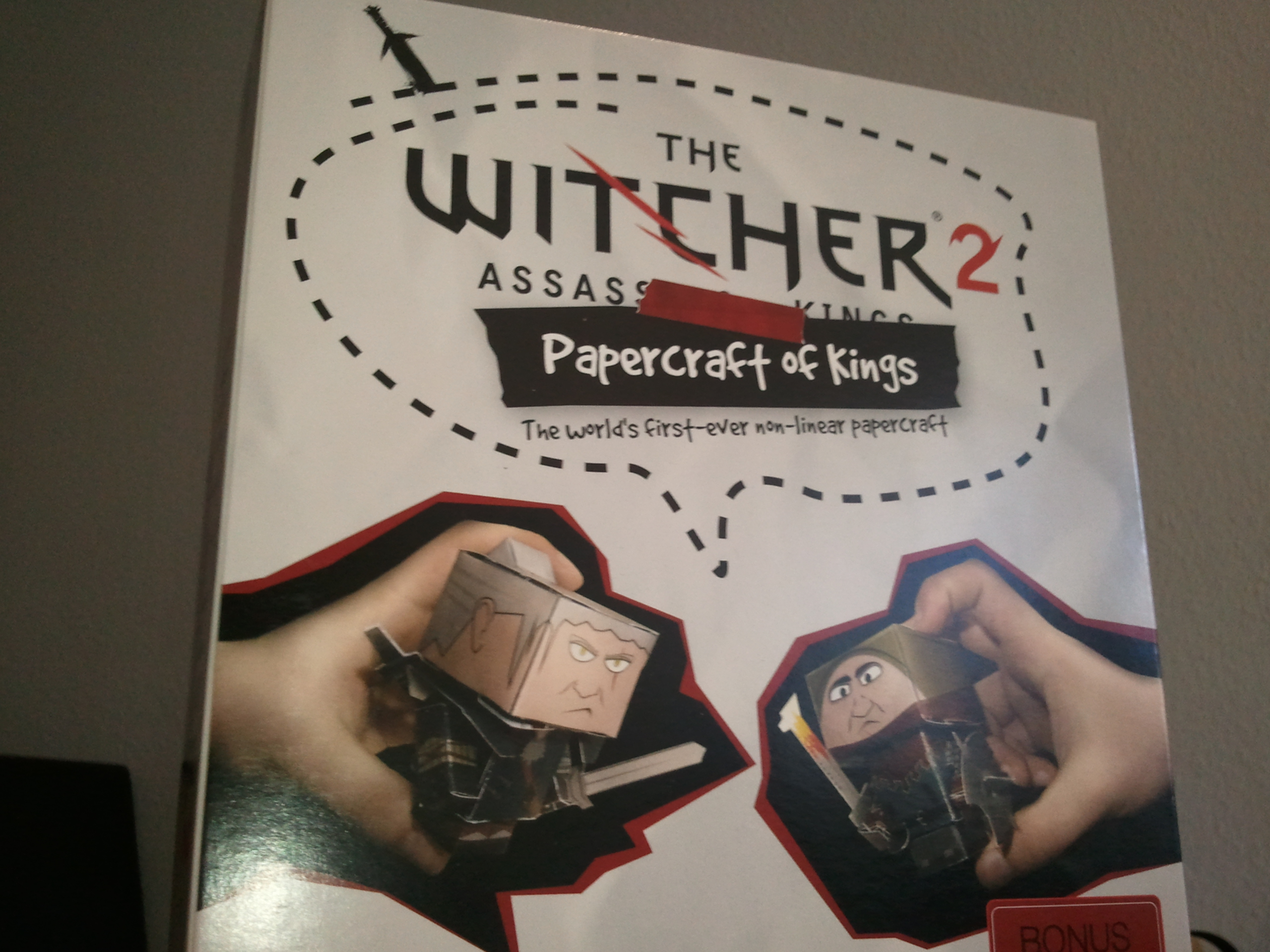 """The Witcher II"" als Papercraft -Das beste Presskit der Messe"