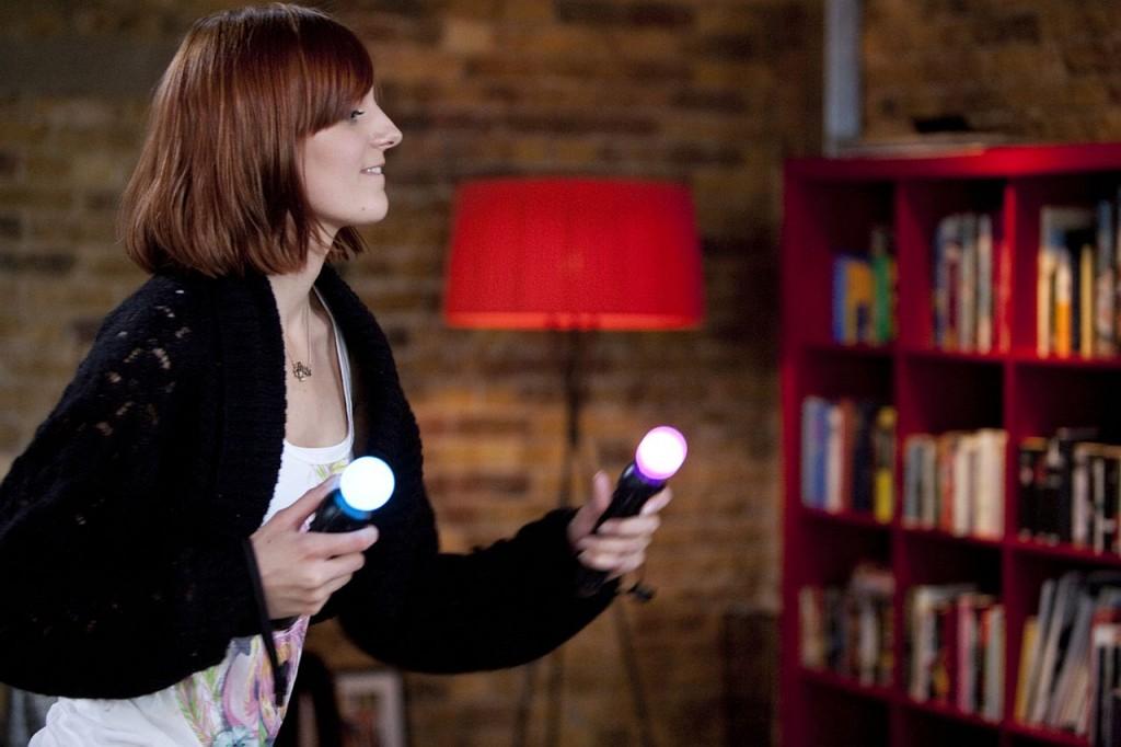 Ansehnliches Move-Werbefoto, das eines verdeutlicht: Die Lichtbedingungen für den Spielegenuss müssen optimal sein.