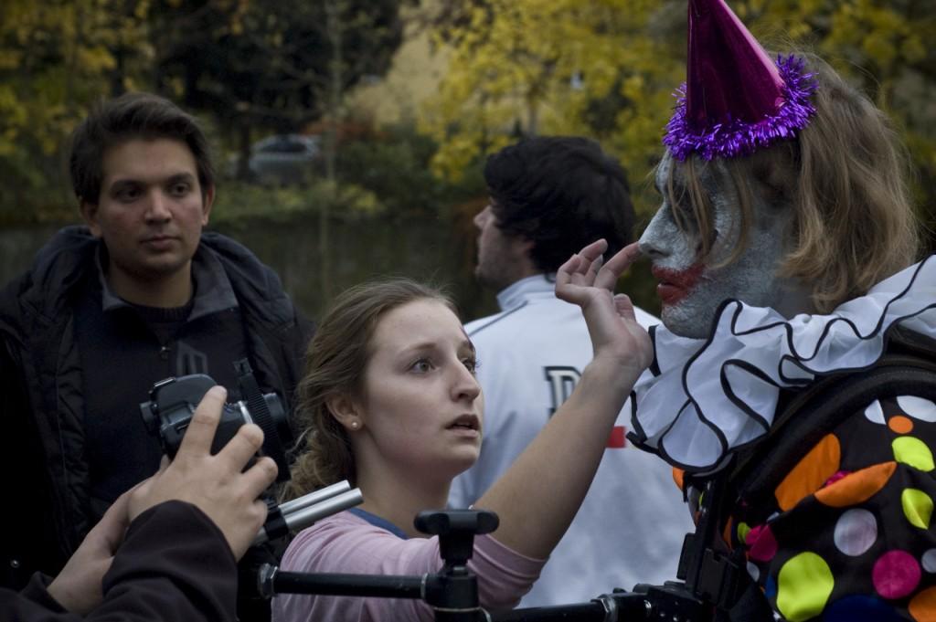 Yeah! Auch ein lustiger Clown darf nicht fehlen! HILFE! Samuel Auers ES?