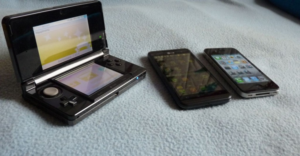Von links nach rechts: 3DS, LG Optimus 3D, iPhone 4
