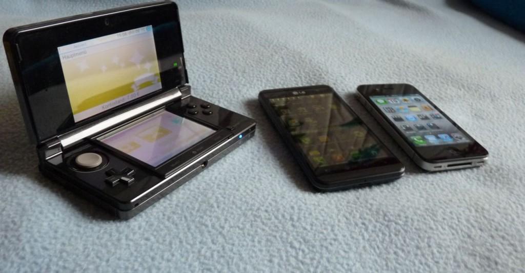 Von links nach rechts: 3DS, LG Optimus 3D, iPhone 4