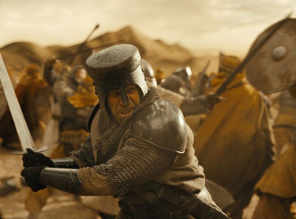Gekämpft wird auch bei Der letzte Tempelritter. Vorrangig gegen Mysterien. (Foto: Universum Film)