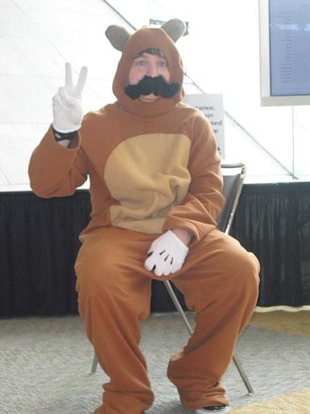 Das ist nicht der Weihnachtsmann. Aber so ein Billig-Kostüm sollte es auch nicht sein! (Foto: Obsoletegamer)